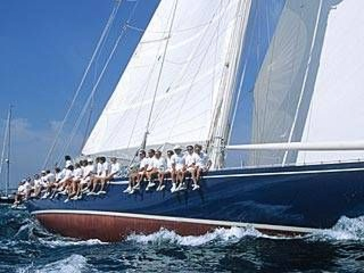Яхта клас J by Квалитет Спорт